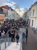 Dickens Deventer 2019 op de zaterdagochtend: wie vandaag komt staat in de ochtend ook weer in de rij. Aan het einde van de middag is het altijd minder druk.