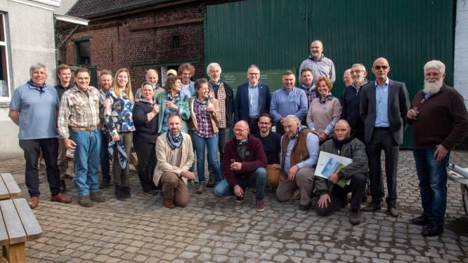 """Nieuwe molenaars krijgen diploma bij Stokerij Van Damme: """"We willen een echte schakel worden in de korte keten van de akker tot de bakker en de korrel tot de borrel"""""""