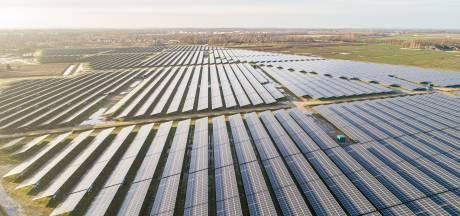 Hoe voetbalclub ASV '57, bijenhouders en inwoners van Almelo profiteren van mega zonnepark