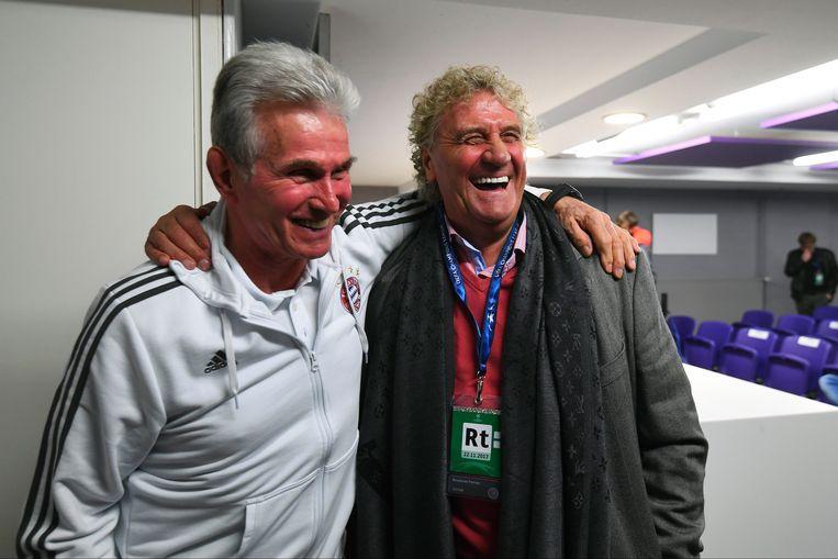 Bayern-coach Jupp Heynckes en Jean-Marie Pfaff verbroederden alvast tijdens een persconferentie voor de wedstrijd. Beeld Photo News