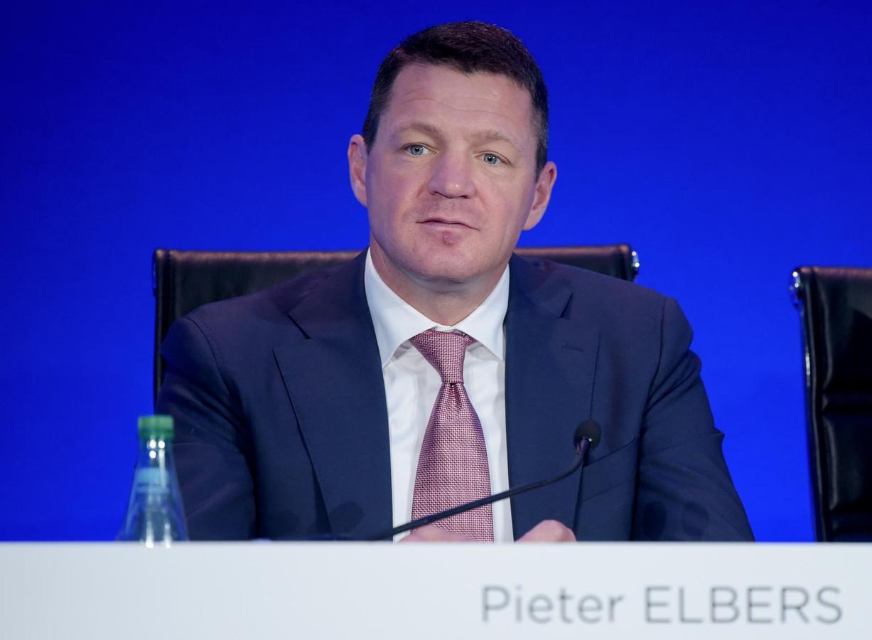 Een belangrijk punt is de gewenste herbenoeming van KLM-baas Pieter Elbers.