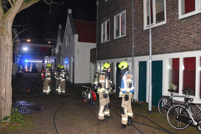 In een studentenwoning aan de Pluimstraat in Middelburg heeft vanochtend brand gewoed.