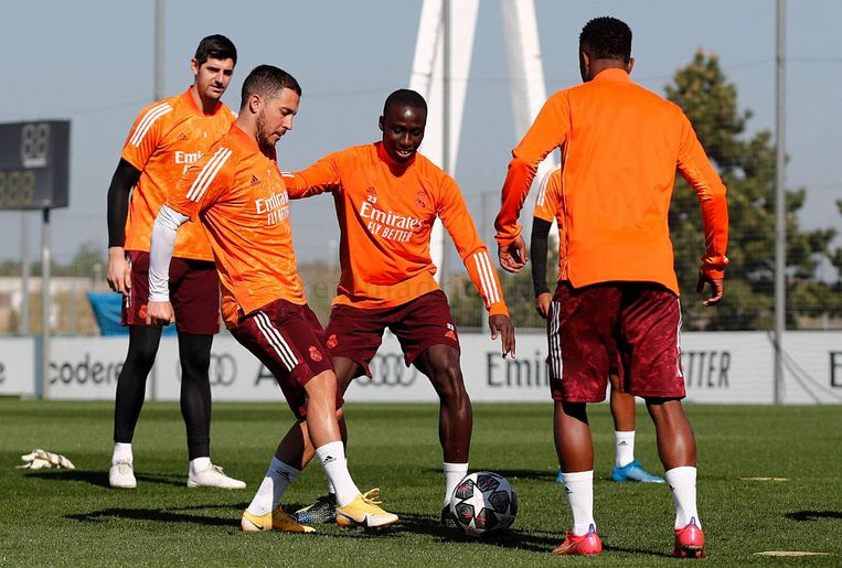 Real Madrid Eden Hazard traint terug mee. Beeld Real Madrid
