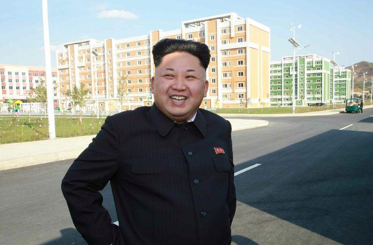 Beelden van Kim Jong-un, die voor het eerst sinds 3 september weer in het openbaar is verschenen. Beeld afp