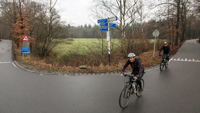 De grote uitspanning met tweehonderd parkeerplaatsen zou in de hoek van de Vuurse Steeg (l) en de Embranchementsweg (r) moeten komen.