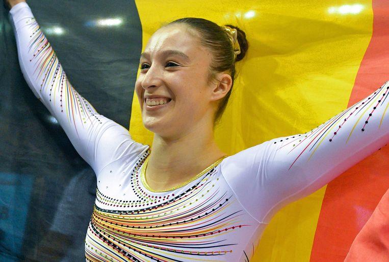 Nina Derwael pakt goud op het WK gymnastiek. Beeld EPA