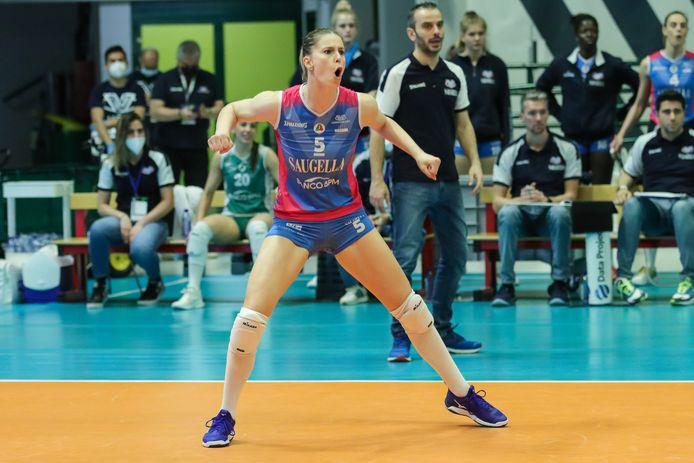 Laura Heyrman schitterde met Saugalla Monza tijdens de CEV Cup tegen Galatasaray Istanbul. Volgend jaar volleybalt ze in Turkije.