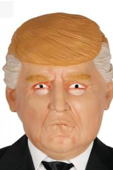 Maskers Trump hit onder carnavalsvierders