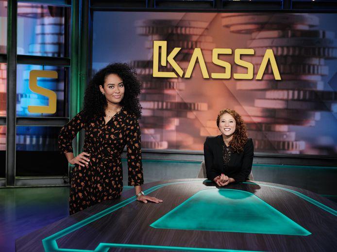 Kassa Amber Kortzorg en Ciana Mayam (staand) van Kassa.