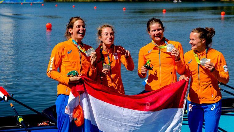 Chantal Achterberg, Nicole Beukers, Inge Janssen en Carline Bouw met hun zilveren medaille. Beeld anp