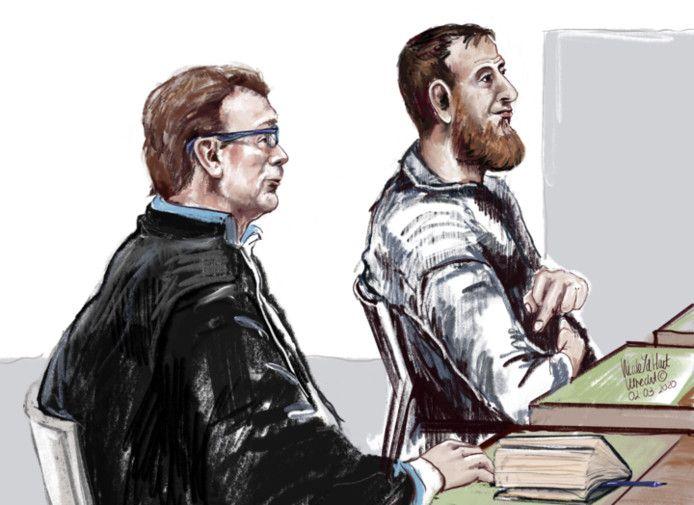 Tramschutter Gökmen Tanis vandaag in de rechtbank in Utrecht met zijn raadsman.