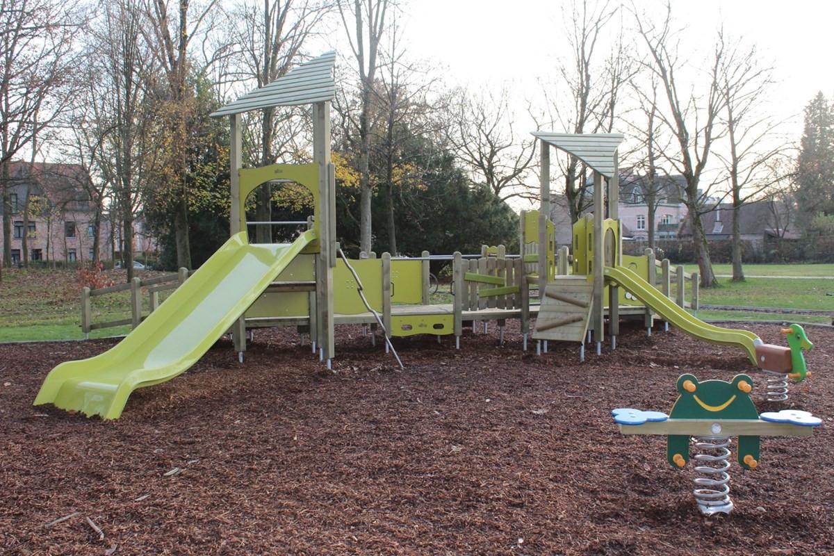 Nieuwe speeltuigen in park Torenhof
