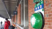 Extra AED-toestel aan stationsgebouw