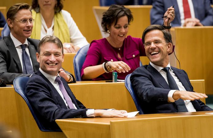 Halbe Zijlstra en Mark Rutte van de VVD tijdens het debat over de zorgpremie.