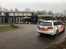 Bekende broers Azimi aangehouden, politie in hotel op zoek naar administratie in fraudeonderzoek