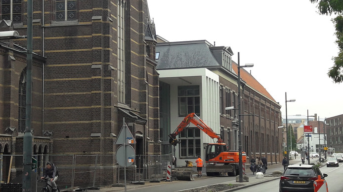 Het complex Mariënhage aan de Kanaalstraat in Eindhoven wordt omgebouwd tot DomusDELA; hier een van de nieuwe ingangen.