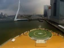 Zo vaart 's werelds grootste cruiseschip door Rotterdam