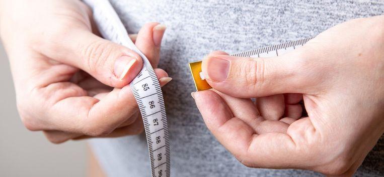 """Roos Schlikker: """"Ze vraagt zich af hoeveel calorieën er in een schijfje citroen zitten"""""""
