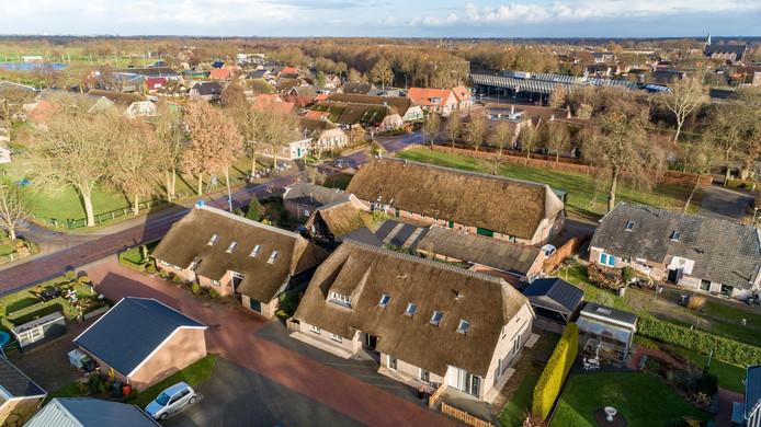 Stichting Rieten Daken Staphorst vreest dat door het gemeentelijk beleid steeds minder riet te zien zal zijn op de boerderijen.