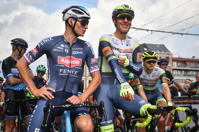 Mathieu van der Poel (l) en Taco van der Hoorn spraken elkaar al voor de start.