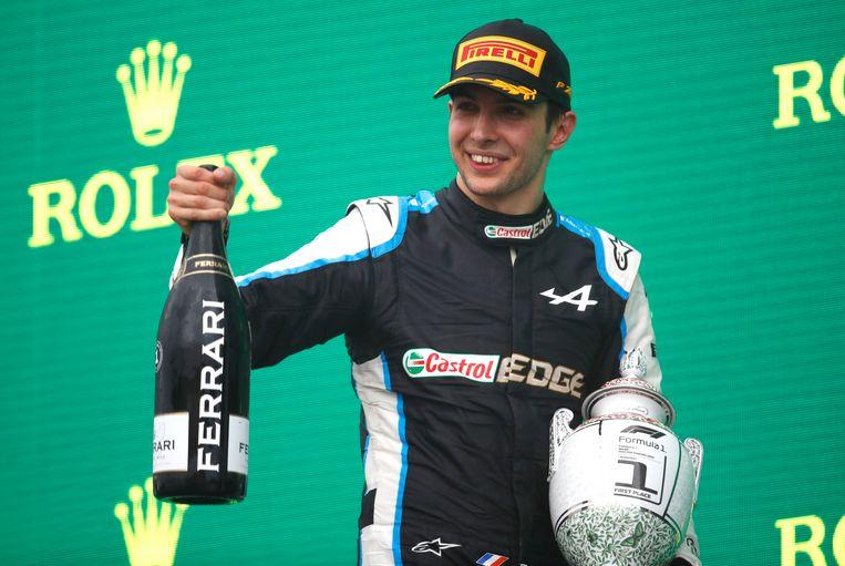 Esteban Ocon mag champagne drinken in Hongarije. Beeld Photo News