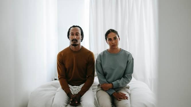 """Hoe voorkom je dat ergernissen je relatie vergiftigen? 2 experts leggen uit: """"Constante blootstelling aan elkaar onthult mindere kanten"""""""