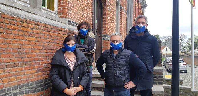 Van links naar rechts, de vier oppositieleden in de gemeenteraad: Katelijne Moerman (N-VA/CD&V), Bart Van de Water (Groen), Dieter Verscheure (N-VA/CD&V) en Filip Hebbrecht (Groen).
