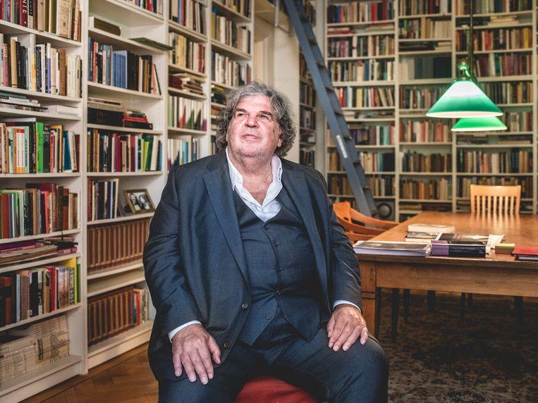 Schrijver A.F.Th. Van der Heijden bij hem thuis in Amsterdam. Beeld Simon Lenskens