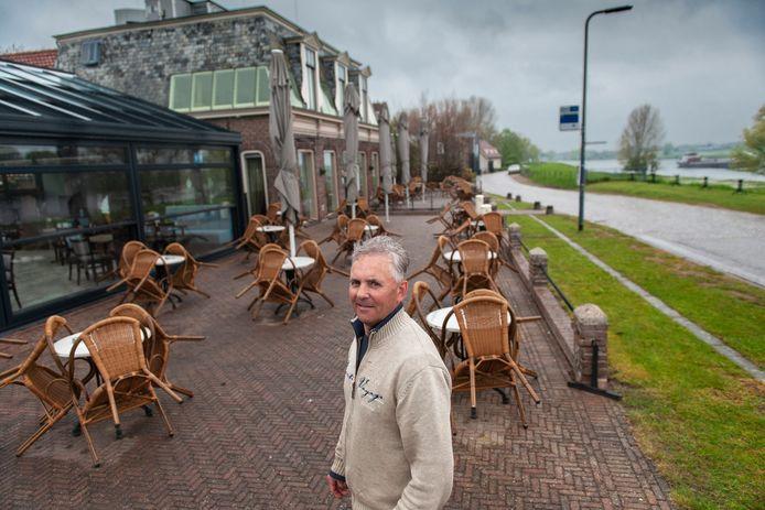 Johan van der Leeden bij 't Veerhuis in Bokhoven.