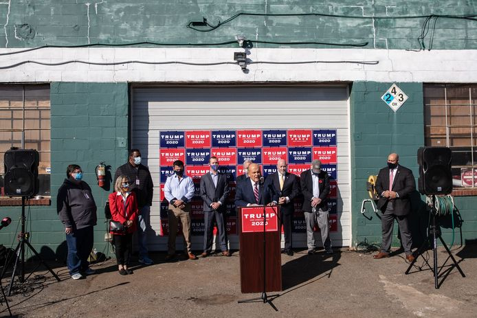 Rudy Giuliani tijdens de persconferentie.