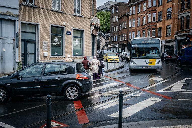 Op dit kruispunt van de Waelhemstraat en de Helmetsesteenweg in Schaarbeek gebeurde afgelopen donderdag een ongeval met vluchtmisdrijf. Beeld Wouter Van Vooren