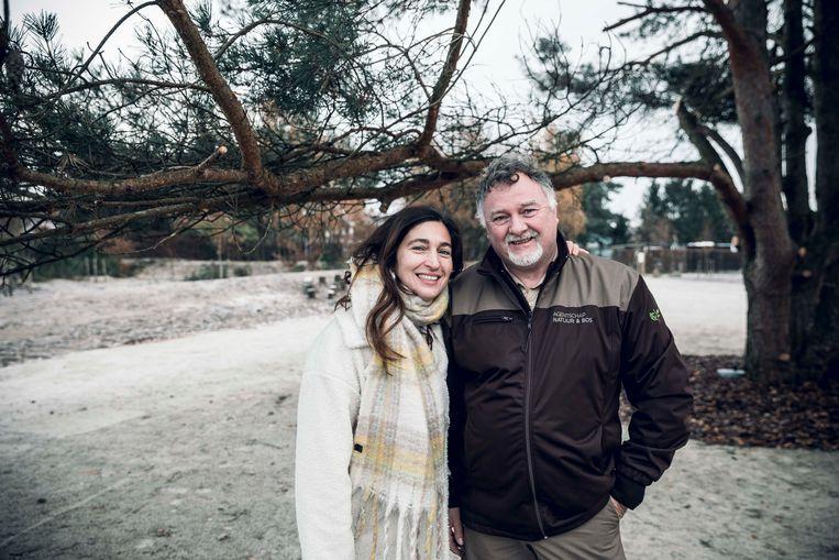 Vlaams minister Zuhal Demir samen met boswachter Eddy.