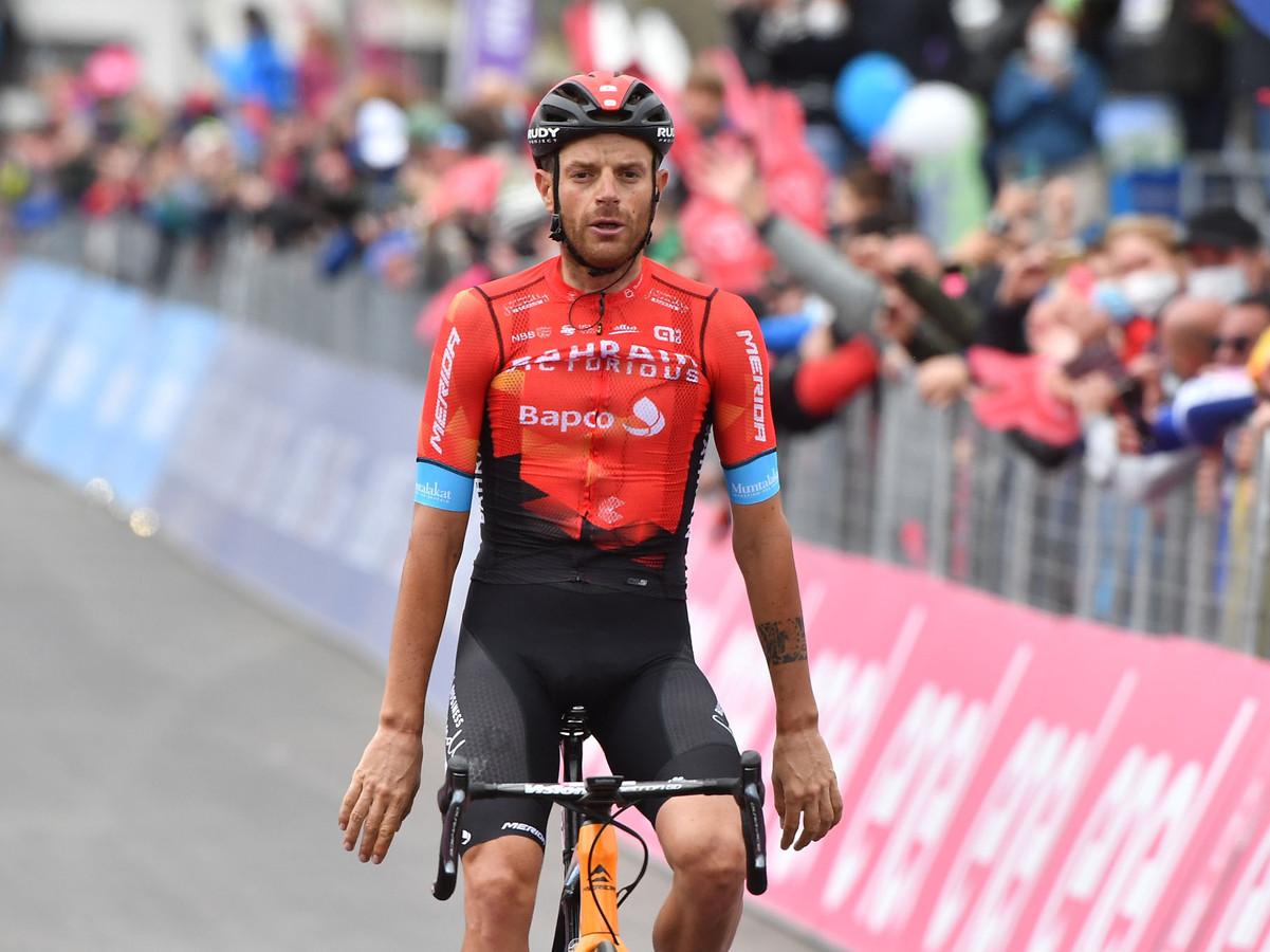 Damiano Caruso viert zijn overwinning op Alpe Motta.