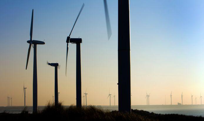Archieffoto van windmolens op de Maasvlakte ter illustratie.