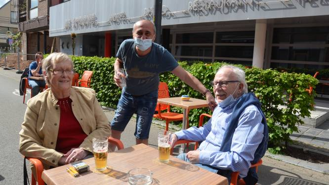 """Gezelligheid troef aan terrasjes in Geraardsbergsestraat als terrasstraat: """"Logisch dat straat bij regenweer niet meer wordt afgesloten"""""""