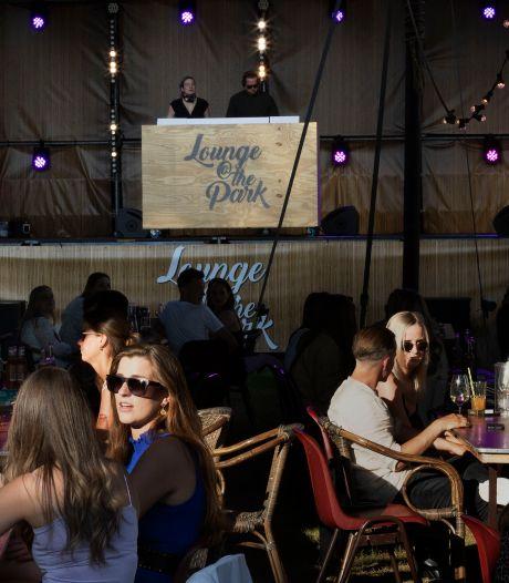 Kruiwagen vol Desperados en Flügel op Lounge@The Park