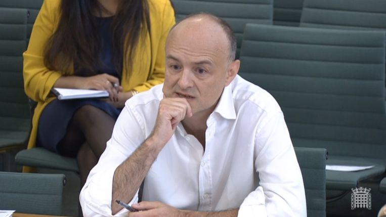 Dominic Cummings, de voormalig topadviseur van de Britse minister-president tijdens het verhoor door de parlementaire commissie.  Beeld EPA
