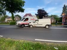 Bestuurder gewond bij botsing van twee bestelbussen in Harderwijk