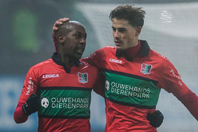 Sven Braken (rechts) begon tegen Almere City in de basis omdat Steeven Langil (rechts) een knieblessure heeft.