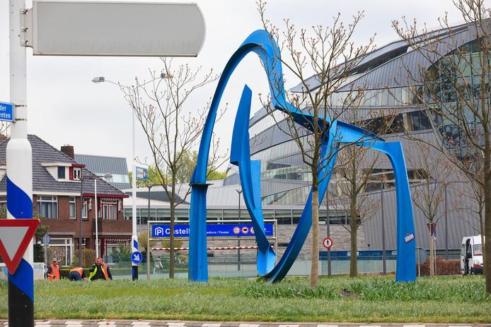 Kunstwerk op de rotonde van het Raoul Wallenbergplein.