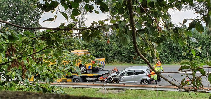 Een voertuig van een weginspecteur van de provincie Gelderland was betrokken bij een ongeluk op de A326 bij Wijchen.