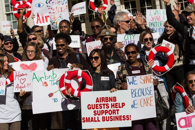 Voorstanders van de Airbnb-verhuur in New York. Beeld afp