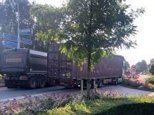 Boa's gaan verkeerschaos in Wanroij in goede banen leiden en mogen bonnen uitschrijven aan foutrijders
