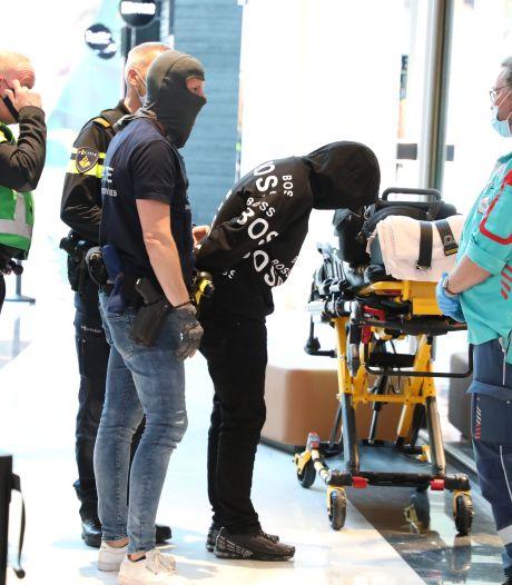 Verwarde man (37) met mes gepakt in Mall: 'Beveiliging en management ongekend goed'