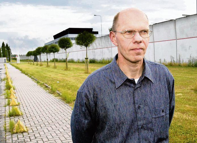 1 juli 2003: Ernst Louwes, de verdachte van de zogenoemde Deventer moordzaak, verlaat de gevangenis in Lelystad nadat de Hoge Raad besloot dat de zaak heropend moest worden. Na het herzieningsproces werd Louwes  op 2 september 2004 door het gerechtshof in Den Bosch alsnog schuldig bevonden en veroordeeld tot twaalf jaar cel.