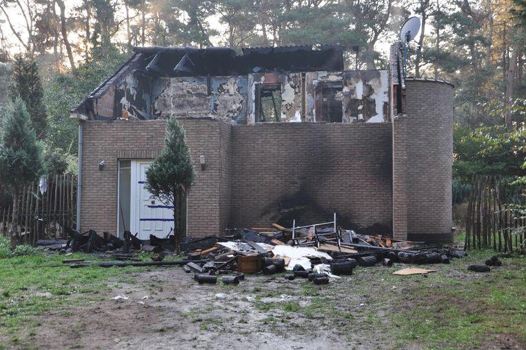 Het uitgebrande huis in de Akkerstraat.