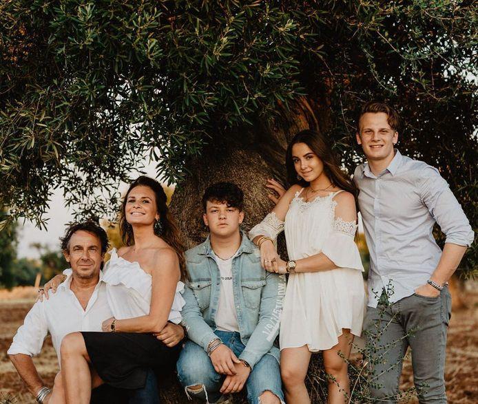 Marco Borsato met zijn  gezin