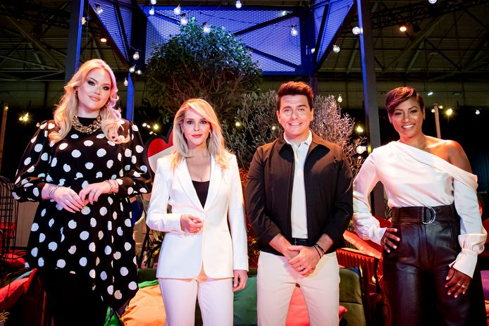 Songfestivalhosts Nikkie de Jager, Chantal Janzen, Jan Smit en Edsilia Rombley.