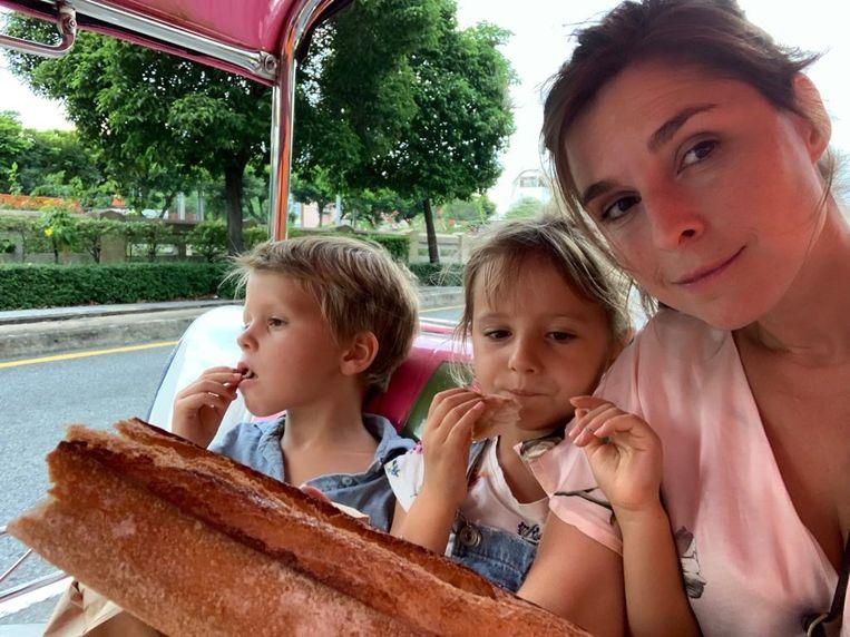 Lien Van de Kelder met kinderen.