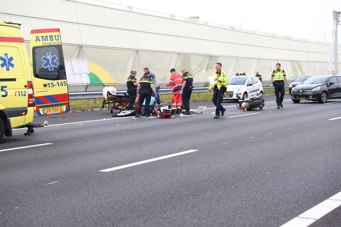 Op de A12 ter hoogte Den Haag heeft zaterdagavond een ernstig ongeval plaatsgevonden.